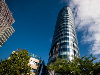 Taliansky vlastník VÚB začína vykupovať akcie banky od drobných investorov