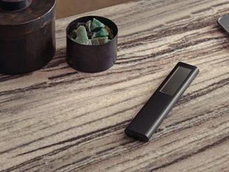 Samsung v diaľkových ovládačoch vymenil tužkové batérie za solárne panely