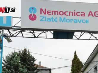KORONAVÍRUS Zdravotníci v Moravciach sa sťažujú na osočovanie pre rady pred odbernými miestami