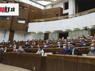 Národná rada schválila vládny balík zmien: Za porušenie vakcinačného zoznamu bude pokuta
