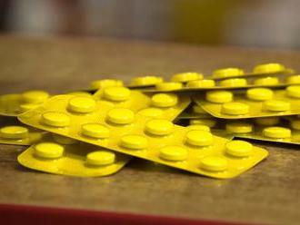 Vedci objavili prvý účinný perorálne podávaný liek na covid