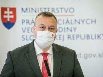 Vláda schválila Krajniakov infekčný príplatok 405 eur, chce takto oceniť ľudí v prvej línii v boji s COVID-19
