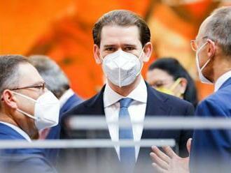 Kurz zostáva v centre rakúskej politiky, zložil poslaneckú prísahu