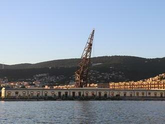 Robotníci v Taliansku pre povinné covidpasy hrozia blokádou prístavov