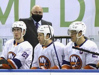 Hráči NY Islanders začnú sezónu 13 zápasmi u súpera. Až po 33 dňoch budú hrať doma