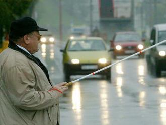 Na ľudí s bielou palicou netrúbte. Vo štvrtok otestujú vodičov