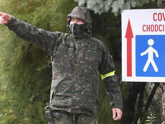 V boji s pandémiou zdravotníkom opäť pomôže armáda, zabezpečí aj ich ochranu pred útokmi
