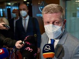 Lengvarský chce zabrániť odchodu zdravotníkov do zahraničia zvyšovaním platov