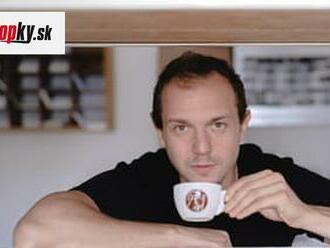 Nečakaný kariérny zvrat: Masér Peter Szabó praží výberovú kávu