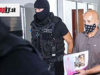 Obhajoba navrhuje oslobodenie exšéfa kontrarozviedky SIS a bývalého policajta spod obžaloby