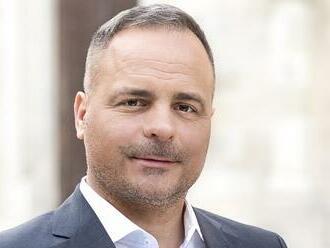 Juraj Droba sa po pár mesiacoch vzťahu zasnúbil s kráskou: FOTKY z veľkého dňa!