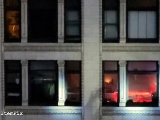 Krvavá dráma v LA: Polícia pred očami svedkov z bloku oproti zastrelila muža, ktorý v byte držal rukojemníčku