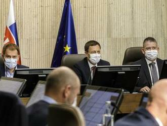 Rozhodnutie vlády spustilo lavínu kritiky, opozícia hovorí o nehoráznosti: Je to do neba volajúce