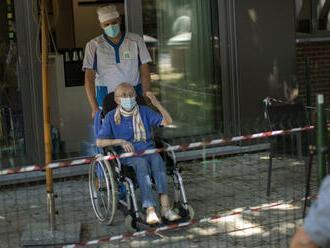 Zamestnanci sociálnych služieb dostanú v čase krízovej situácie infekčný príplatok 405 eur