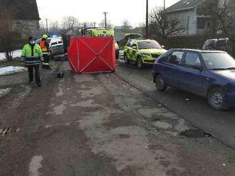 Hasiči zasahovali vHorním Třešňovci unehody osobního vozu a skútru, došlo ke smrtelnému zranění…
