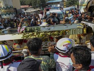 G7 odsúdila postup voči protestujúcim v Mjanmarsku