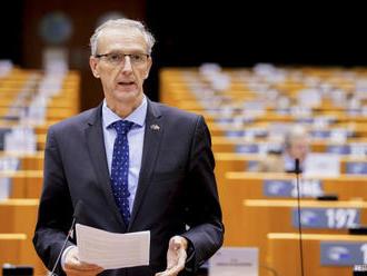 Štefanec: Požiadali sme eurokomisiu o urýchlenie dodávok vakcín