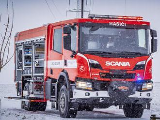 Do Radonic dorazila Scania, nová cisterna dobrovolných hasičů má jen manuální převodovku