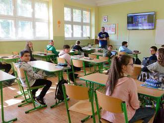 Na Slovensku bolo dnes otvorených 2 765 škôl