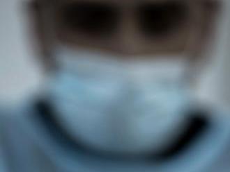 Lekár v zastúpení advokátom Čarnogurským st. podal žiadosť ministrovi zdravotníctva o udelenie súhla