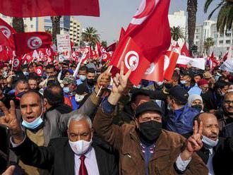 Demonštranti v uliciach Tuniska žiadali národnú jednotu a politickú stabilitu