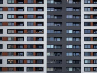 Ekonomický newsfilter: Štát našiel v katastri 13-tisíc podozrivých z úniku na dani po predaji bytu