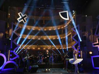 S baletkami a orchestrem. V Národním divadle vystoupily desítky hudebníků