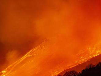 Etna opäť predviedla nočné prírodné divadlo