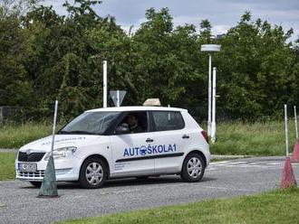 Autoškoly sa dlho netešili, praktická výučba sa opäť končí