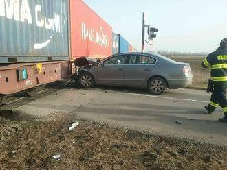 V Miloslavove došlo k zrážke, zastavili železničnú dopravu