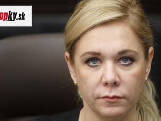 Saková čelí trapasu: Jej FOTO pred a po úprave valcuje internet! Vrásky zmizli a ten noštek...