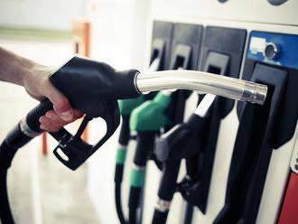 Lacné tankovanie sa definitívne skončilo. Analytik predpovedá, kam sa čoskoro vyšplhá cena benzínu