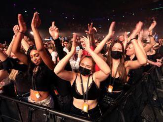 Taneční party pro stovky lidí. Holanďané se mohli opět pomačkat v davu