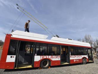 Dobrodruzi vyrazí z Brna na cestu kolem světa trolejbusem