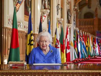 The Times: Královna je odhodlaná pokračovat v sólových závazcích, i když truchlí