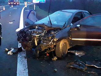 Jednotka ze stanice Teplice zasahovala udopravní nehody osobního auta uBystřan. Jeden člověkbyl…