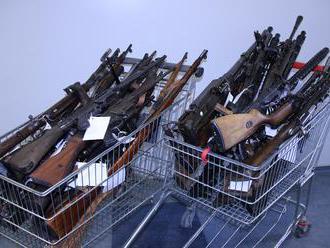 Občan odovzdal v rámci zbraňovej amnestie naraz 34 zbraní
