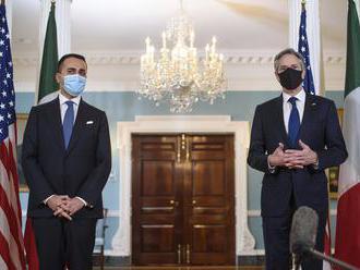 Luigi Di Maio ako prvý zahraničný šéf diplomacie navštívil novú vládu USA