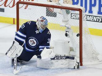 NHL: Hráčmi týždňa sú Hellebuyck, Matthews a Hintz