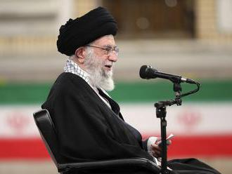 Chameneí: Zbytočné predlžovanie rokovaní o jadrovej dohode uškodí Iránu