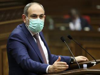 Arménsky premiér Pašinjan oznámil, že odstúpi koncom apríla