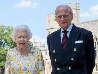 Královna nese ztrátu manžela důstojně, rodina se kolem ní semkla, řekl princ Andrew