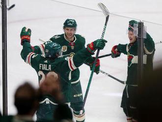 Čakal viac ako 300 duelov. Švajčiar strelil v NHL premiérový hetrik
