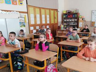 Od pondelka sa plošne otvárajú škôlky a prvý stupeň základných škôl