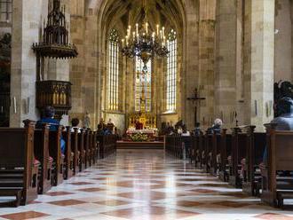 Povolené sú aj bohoslužby, predstavitelia cirkví neskrývajú nadšenie