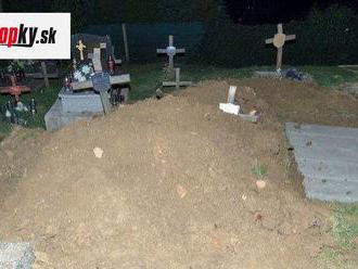Pri Prešove vyčíňal vandal: Zneuctil hrob! FOTO Rodine zosnulého muža sa naskytol hrozný pohľad