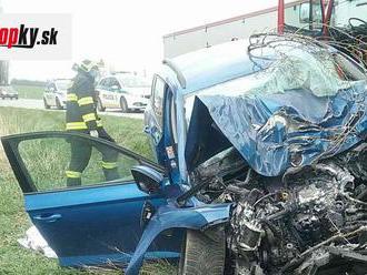 FOTO Tragická dopravná nehoda pri Šintave: Vyžiadala si jednu obeť
