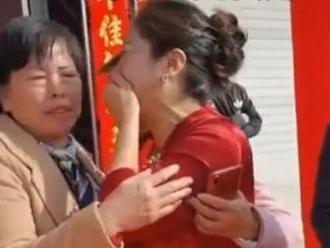 Matka ženícha na svadbe zistila, že nevesta je jej dávno stratená dcéra. To však nebolo všetko