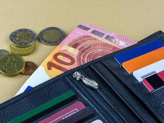 Žene omylom pristálo na účte 13-tisíc eur. Zatajila to a teraz má na krku problém