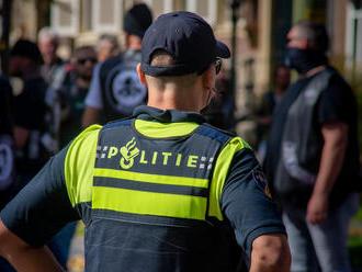 Muž plánoval útok na očkovacie stredisko v Holandsku. Zadržali ho včas